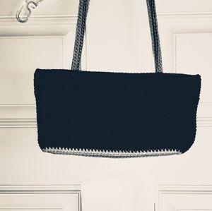 💎 Sak small handbag has a zipper closer.